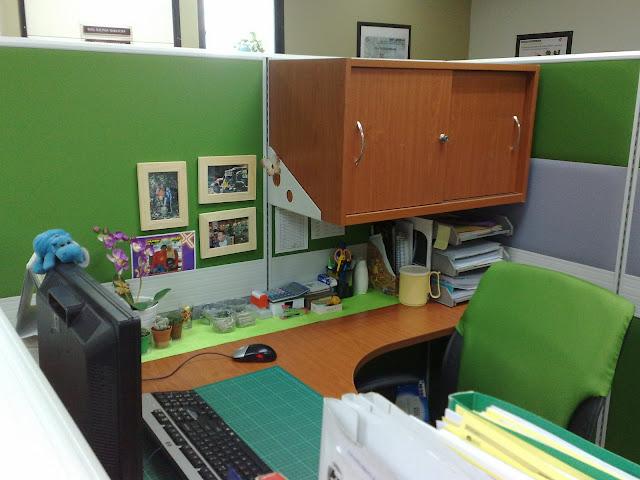 Pandangan Sisi Meja Kerja Pejabat