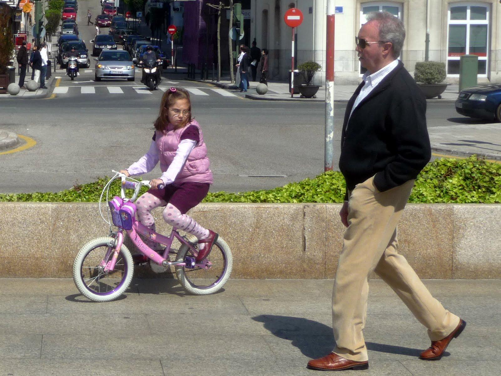 Imagen De Niña Andando En Bicicleta: LA BICICLETUCA: Abril 2010
