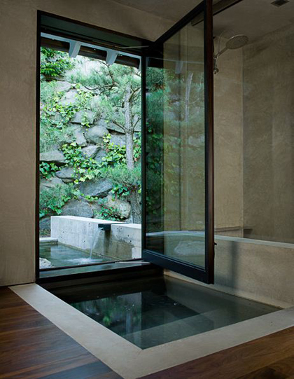 Spot the difference: bathroom pool | My Paradissi