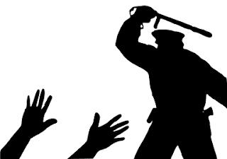 Imagini pentru policia aplicando el estado de derecho con la porra
