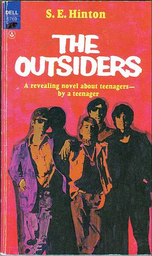 The different types of people in the outsiders a novel by se hinton