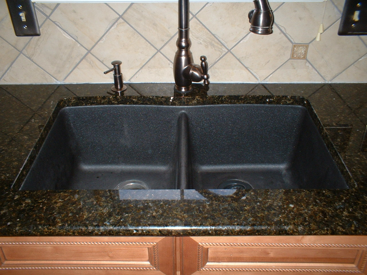 Black Kitchen Sinks with Granite Countertops