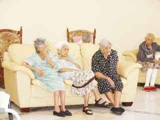 Pese a las inclemencias del clima abuelitos no deben - Tiempo en camas ...