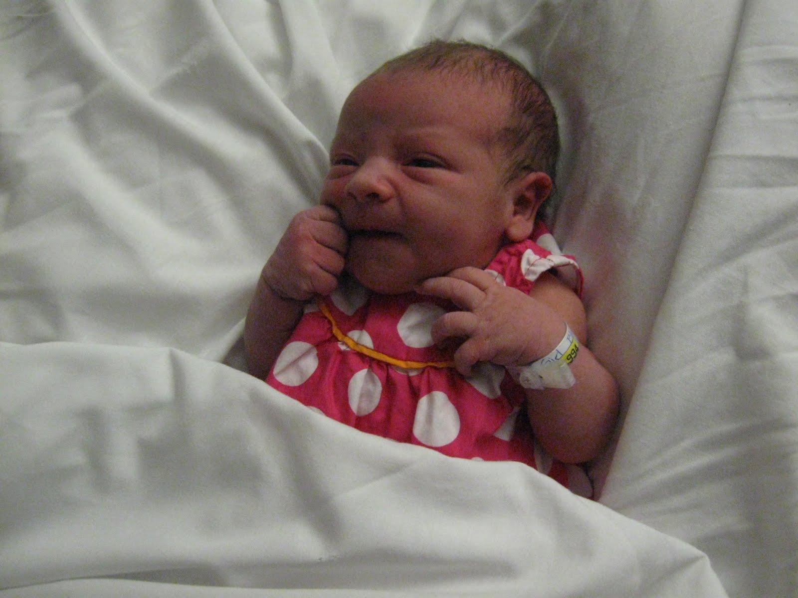 Those Blundell Girls!: Alice's Newborn Hospital Photos