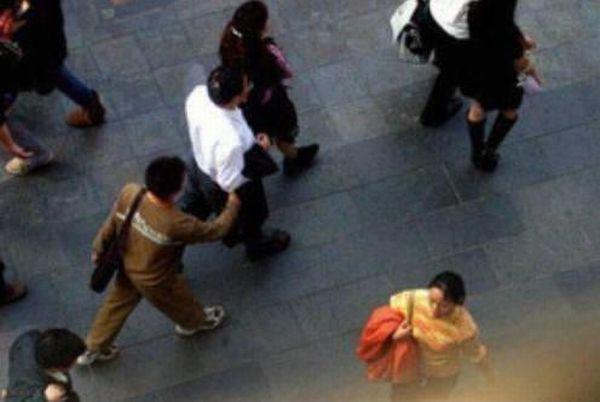 Foto Aksi Pencopet Di China Yang Terpotret Kamera - 10