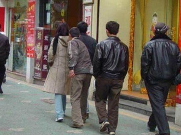 Foto Aksi Pencopet Di China Yang Terpotret Kamera - 3