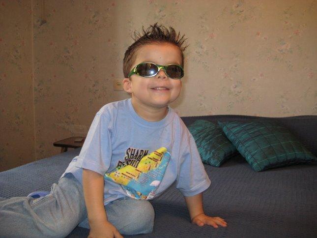 [Josiah+in+shades.JPG]