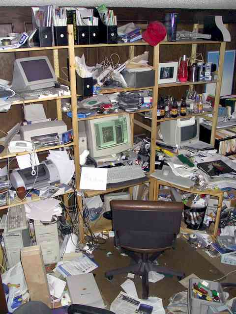 [messy_desk_contest_winner.jpg]