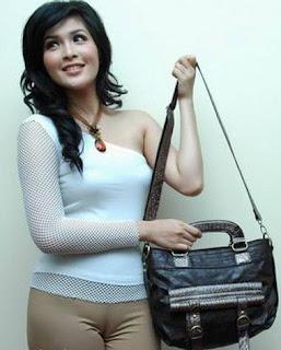 Gambar Keliatan Memek on Gambar Itil Sandra Dewi Syur Bugil Celana ...