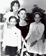 Liza with her mother, Judy Garland and siblings Lorna and Joey