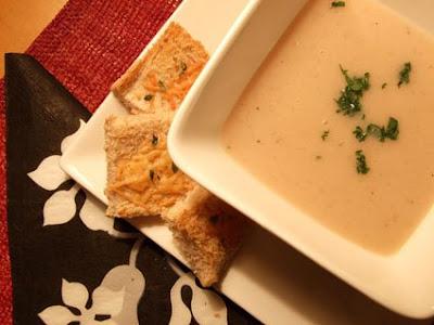 29+Cozinha+Pequena  - >Creme de cebolas com torradinhas de parmesão