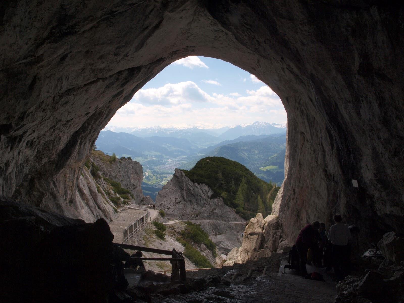 Y la única foto que pudimos sacar, desde la entrada de la cueva hacia afuera
