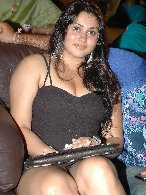 Sofi ryan uses her big natural tits