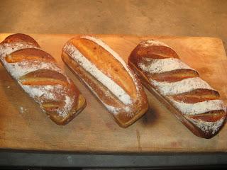 baka bröd med surdeg utan jäst