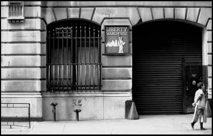 [Liberty+Warehouse+Facade+-+1985.jpg]