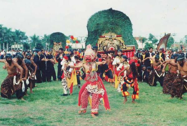 Indonesian People Info, your guide to know about Indonesian: East Javanese culture reog ponorogo