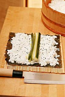 素食壽司食譜,小黃瓜壽司食譜,壽司食譜,素食食譜,素食小黃瓜壽司,日本壽司食譜,日本壽司,壽司,素食壽司