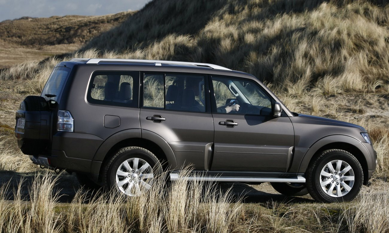 mitsubishi pajero 2010 new car modification review new car wallpaper specification car car is automatic or manual better for off roading is automatic or manual better for gas mileage