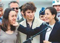 Ingrid se reencuentra con sus hijos; Chávez felicita a Uribe