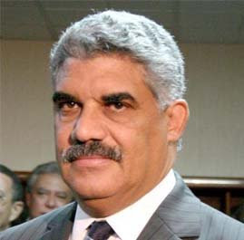 Miguel Vargas reclama rebaja de combustibles y ajuste general salarios