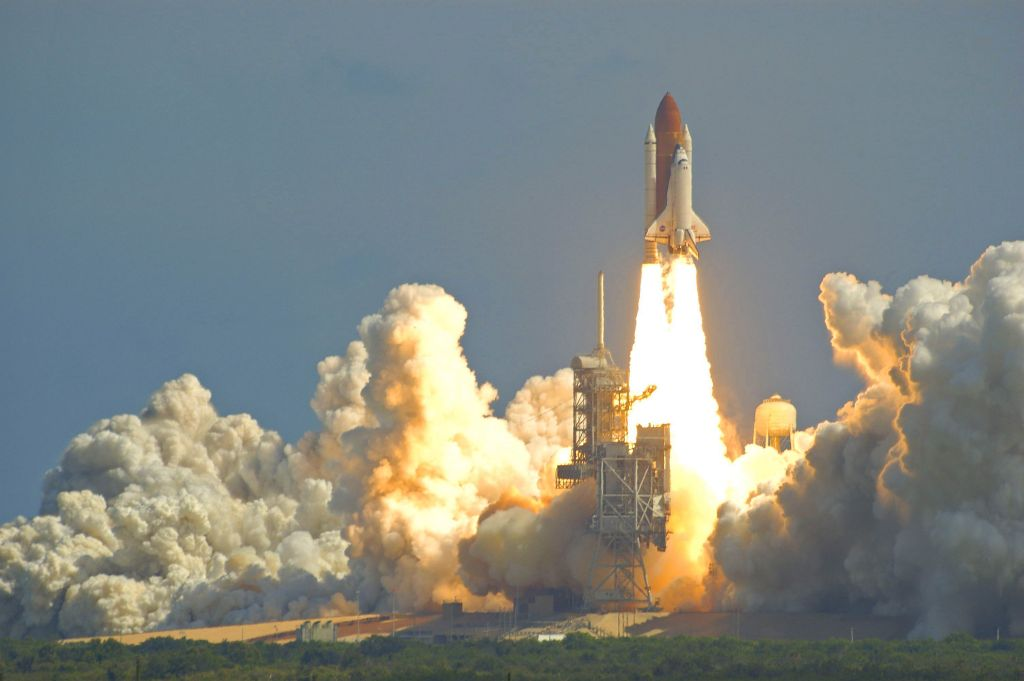 space shuttle taking off - photo #26