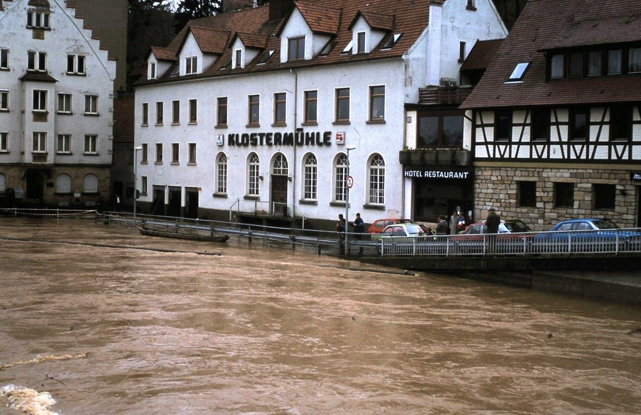 BILDERTANZ 1983 Mittelstadt und das Hochwasser