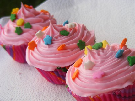 Create fun and whimsical cupcake bath bombs with Craftster .