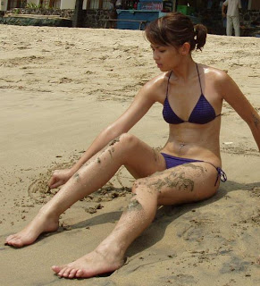 Artis Joana pake bikini seksi