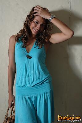 Karenina Model FHM Foto Bugil