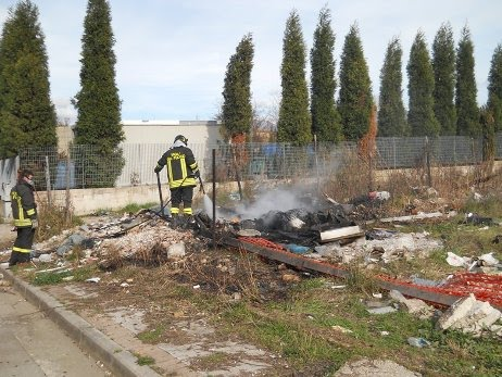 7c67300310d6 Incendio discarica abusiva. Volpe