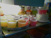 Geladeira com gelatinas