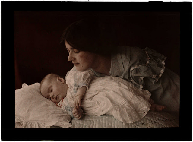 'Mother and Child'. Henry Essenhigh Corke (1883-1919); Autochrome. Collection of National Media Museum. This is an autochrome - an early colour process which used a glass plate covered in microscopic, red, green and blue grains of potato starch. photography-news.com, photography news, Diana Topan, International Children's Day, June 1, vintage baby photos