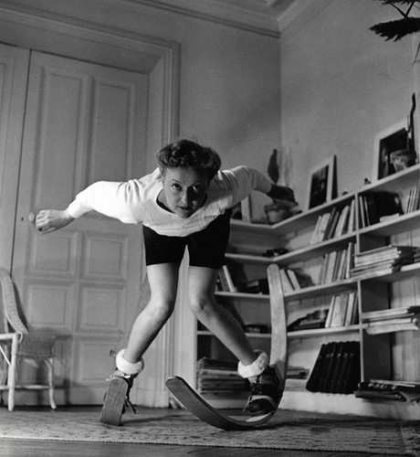 One can also learn to ski at home. Nationaal Archief / Het Leven / Spaarnestad Photo, SFA022002872
