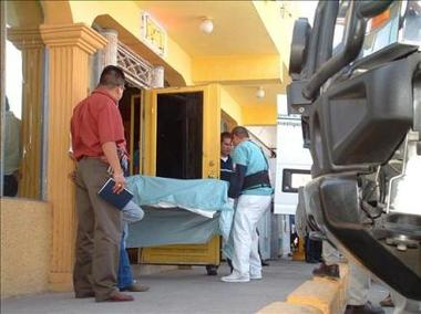 Retiran cadáveres de iglesia despés de ataque