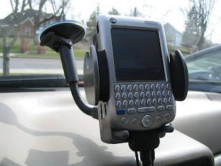 Els mossos d'esquadra alerten que deixar a la vista el suport del GPS pot afavorir el robatori a l'interior del vehicle.
