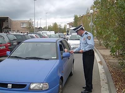 El fort vent d'aquests cap de setmana ha obligat a la policia municipal de PLF a fer una trentena de sortides.