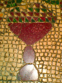 Image of a chalice on the floor of S. Lorenzo Fuori Le Mura