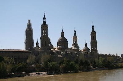 El Ebro a su paso por Zaragoza junto al Pilar
