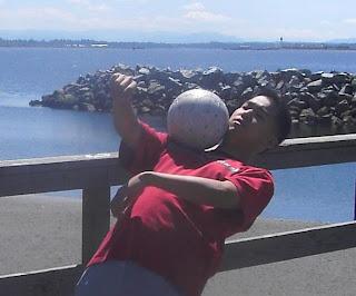 Удержание мяча на плече