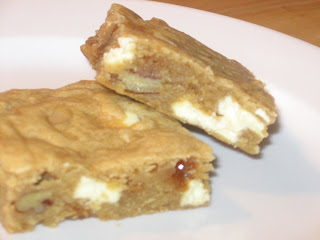 White Chocolate Toffee Pecan Blondies | Bakingblonde's Weblog