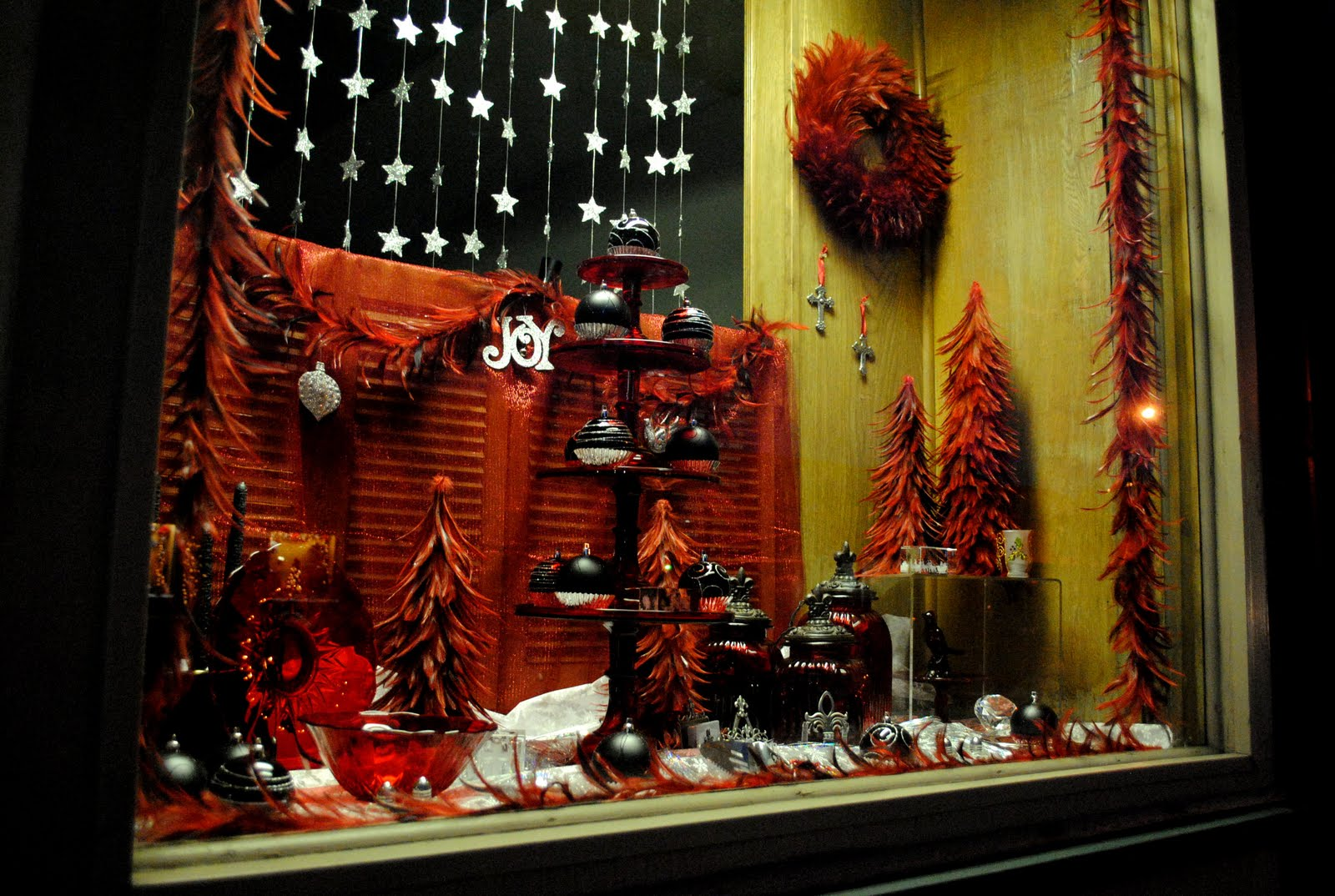 LIT's Living on Capitol Hill (Hell!?): Coldwell Banker ... |Holiday Window Displays