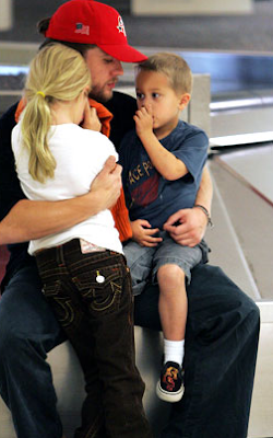 Ryan Phillipe With Kids At Airport