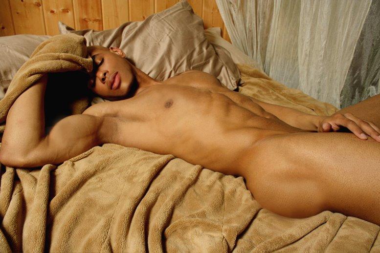 фото голых в постели с мужиками фото красива
