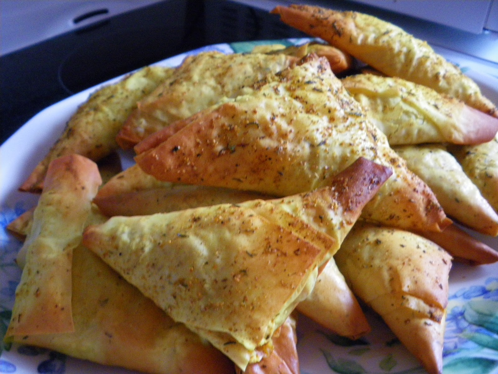 Biscuit Curry Phyllo Triangles.How To Make Phyllo Dough Triangles