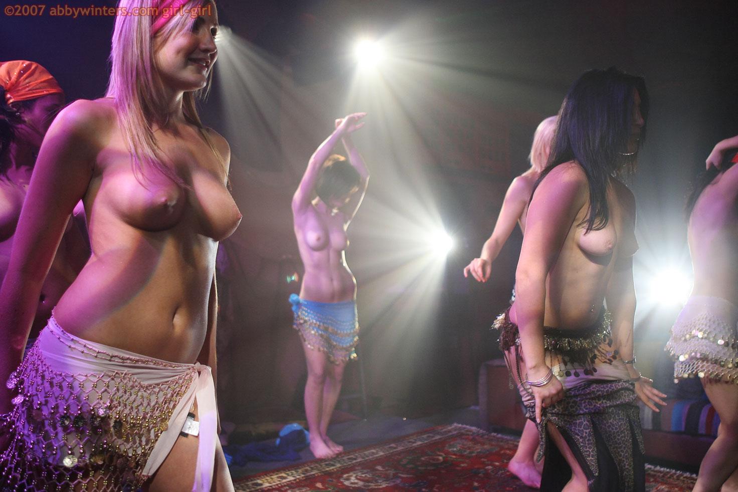 Восточные голые танцы