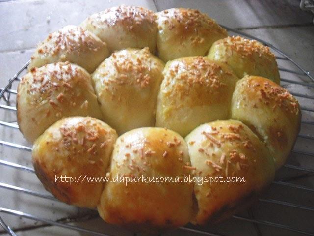 Resep Kue Bantal Ncc: Dapur Kue Oma: RESEP ROTI MANIS ( Istimewa