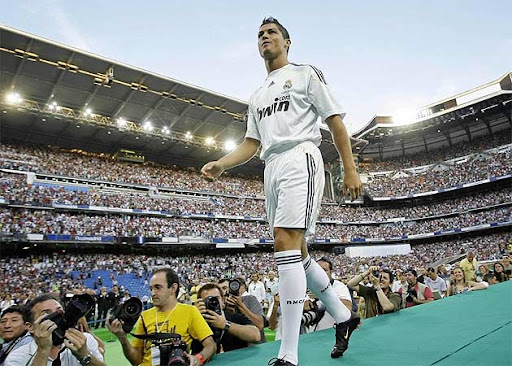 Cristiano Ronaldo enters the Bernabeu in front of a reported 80,000 fans