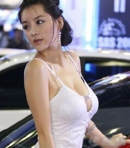 Womens Shoes South Korean Car Models Have A Unique Quot Chest