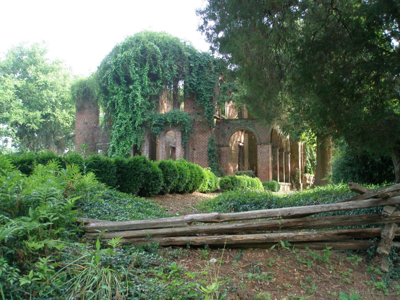 Photographic South: Barnsley Garden mansion ruins
