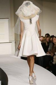 Denne brudekjolen særlig bra med utslått hår og stor sommerhatt